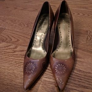 BCBG Shoes - BCBG brown and gold and Bronze heels